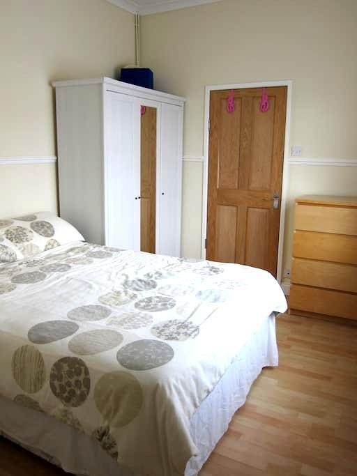 Double en-suite & tv/breakfast room - Hayling Island - Bed & Breakfast