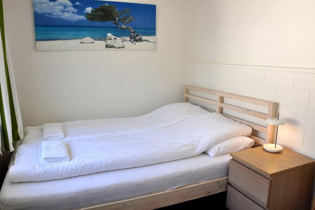 Budget room in cozy house - Eskifjörður - Ház