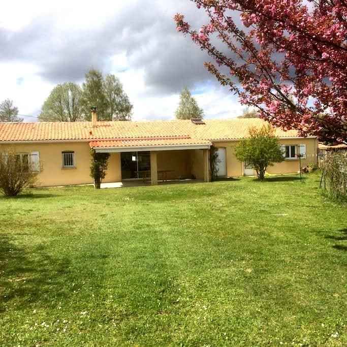 2 chambres à louer dans une maison a la campagne - Saint-Cybardeaux - Huis