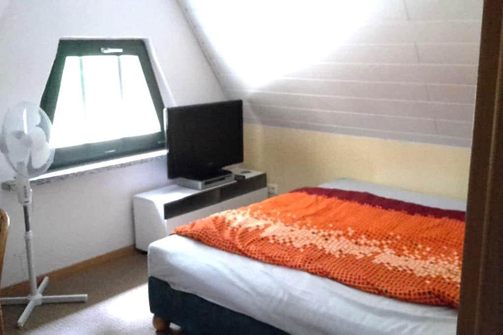 Gästezimmer in ruhiger Lage - Krauschwitz - Casa