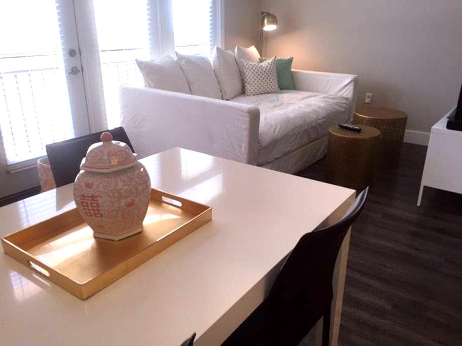 Immaculate, Bright 1 BR Apartment - Rockville - Lägenhet
