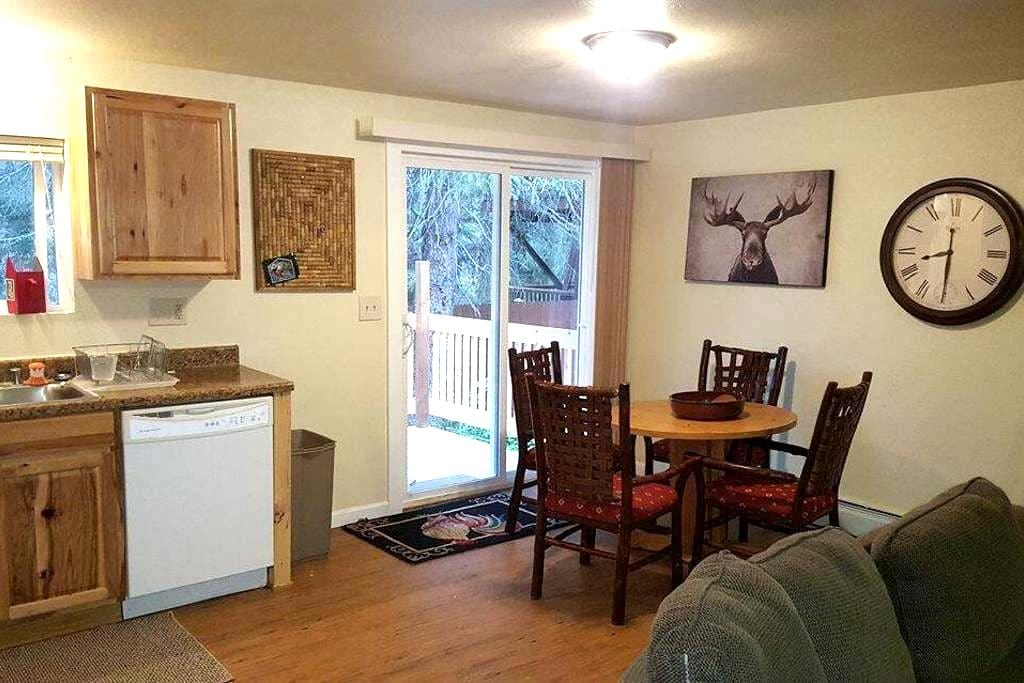 4BR 2BA Private House w/ Large Deck - Anchorage