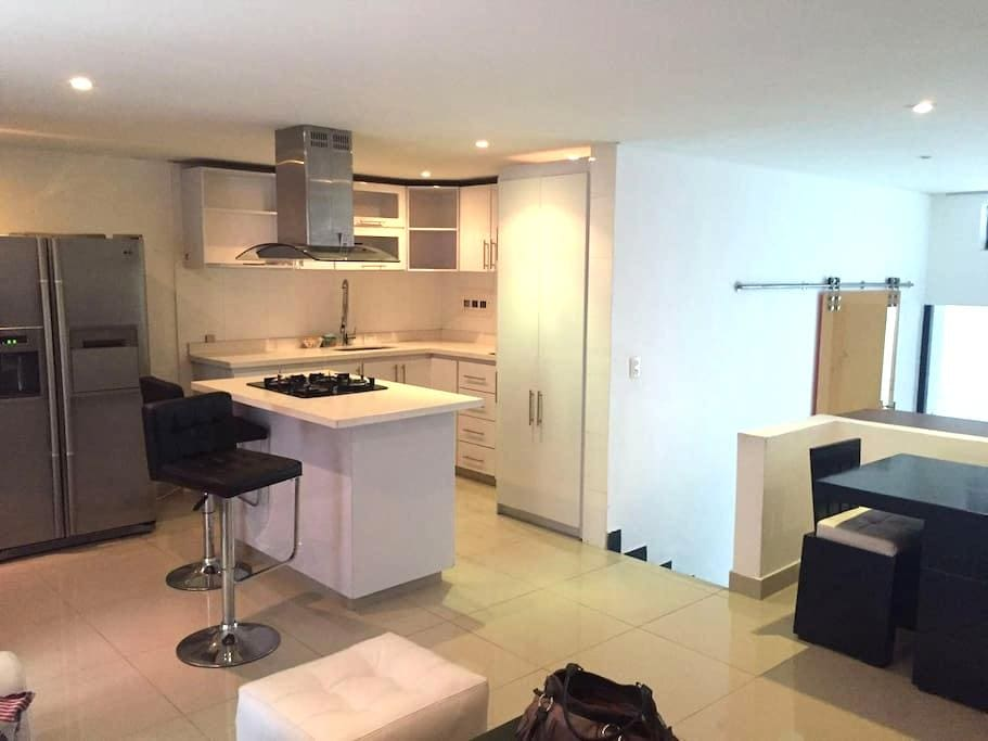 Beautiful and Renovated 1BR, easy access apt - Bogotá - Lägenhet