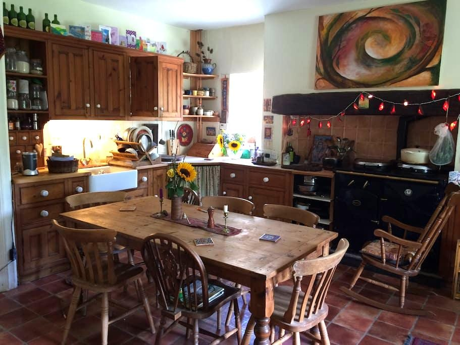 Cozy Farmhouse in pretty village. - Littlehempston - Huis