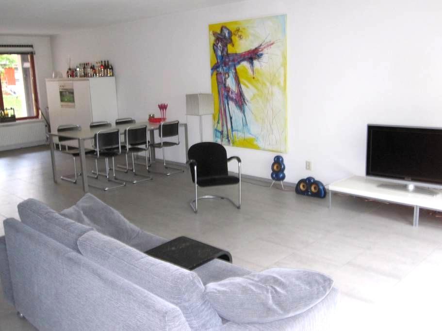 Modern large apartment at Kop van Zuid Rotterdam - Rotterdam - Leilighet