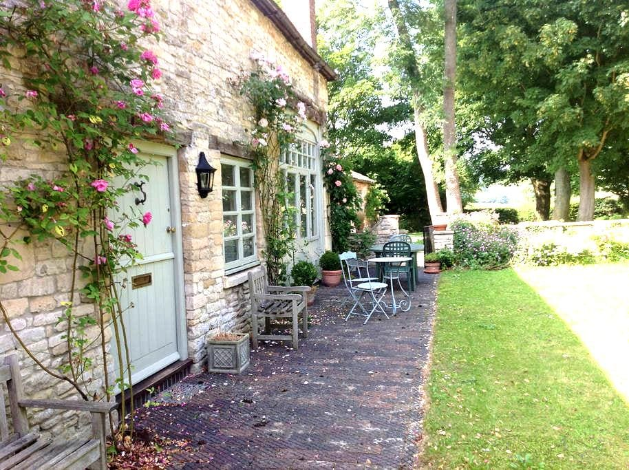 Idyllic  Cotswold  coach  house - Gloucestershire