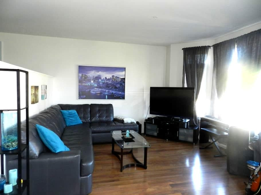 Comfy Cozy Home - Brossard - Apartment