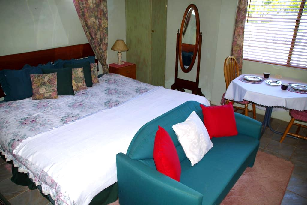 Mimsbrook Farm B&B   Garden Room - Darling Downs - Bed & Breakfast