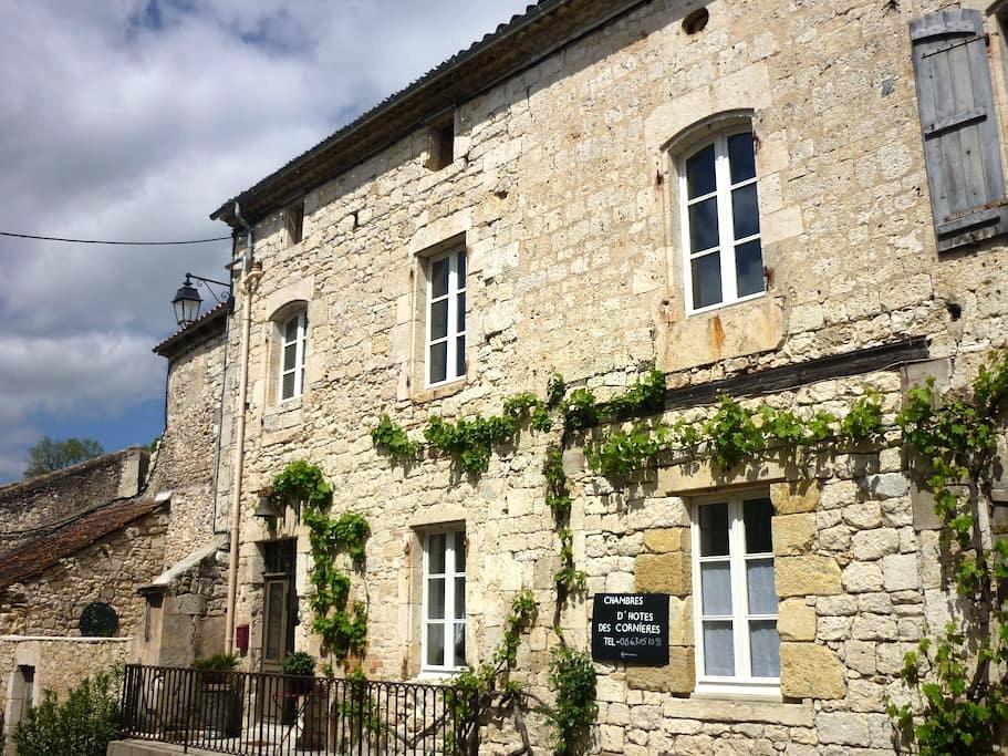 chambres  d'hôtes des Cornières n°1 - Roquecor - Bed & Breakfast