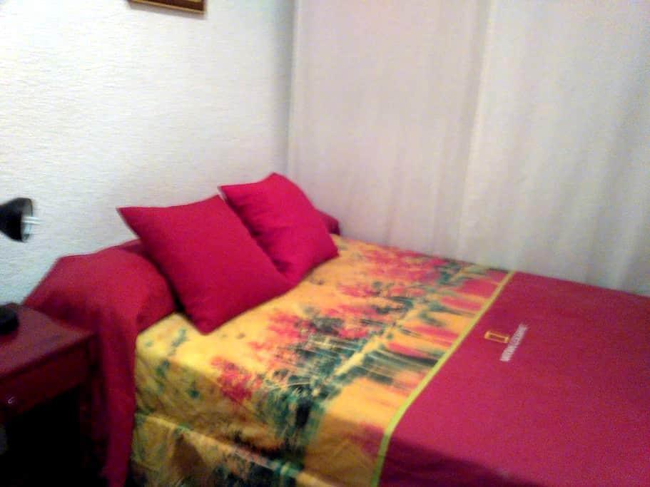 HABITACIÓN LUMINOSA CERCA DEL  CENTRO - Granada - Apartment