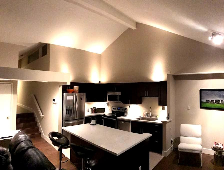 Modern Condo-Great, Quiet, and Safe Location! - Costa Mesa - Condominium