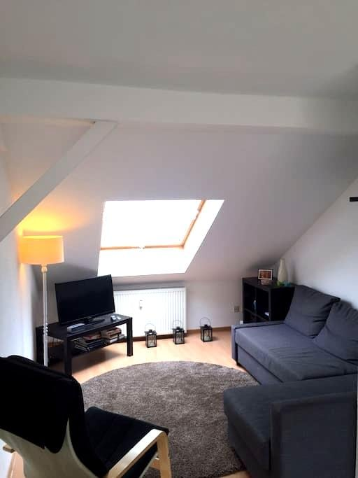 Modern studio apartment in heart of Bochum - Bochum - Loteng Studio