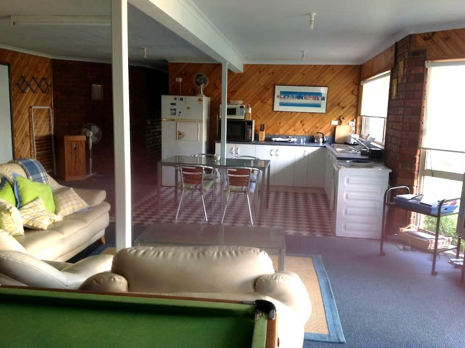 Trevally Downstairs Apartment - Ocean Grove - Bed & Breakfast