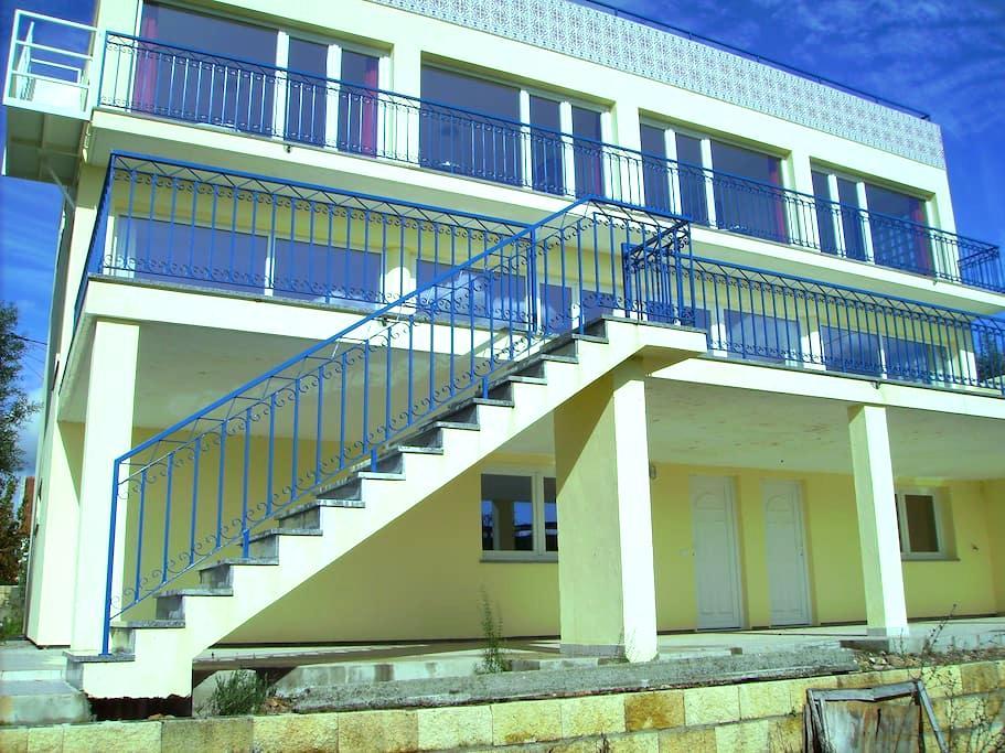 Nieuwbouw villa te Centraal-Portugal a.d.Taag - Ortiga, Maçao - Hus