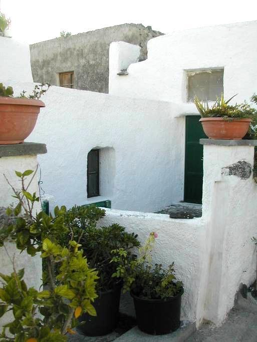 Traditional house in Santorini - Episkopi Gonias - บ้าน