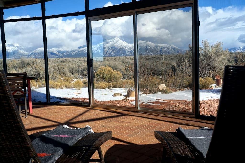 Hip Winter Heaven w/ cozy Apres- Ski Glass House - Эль-Прадо - Дом