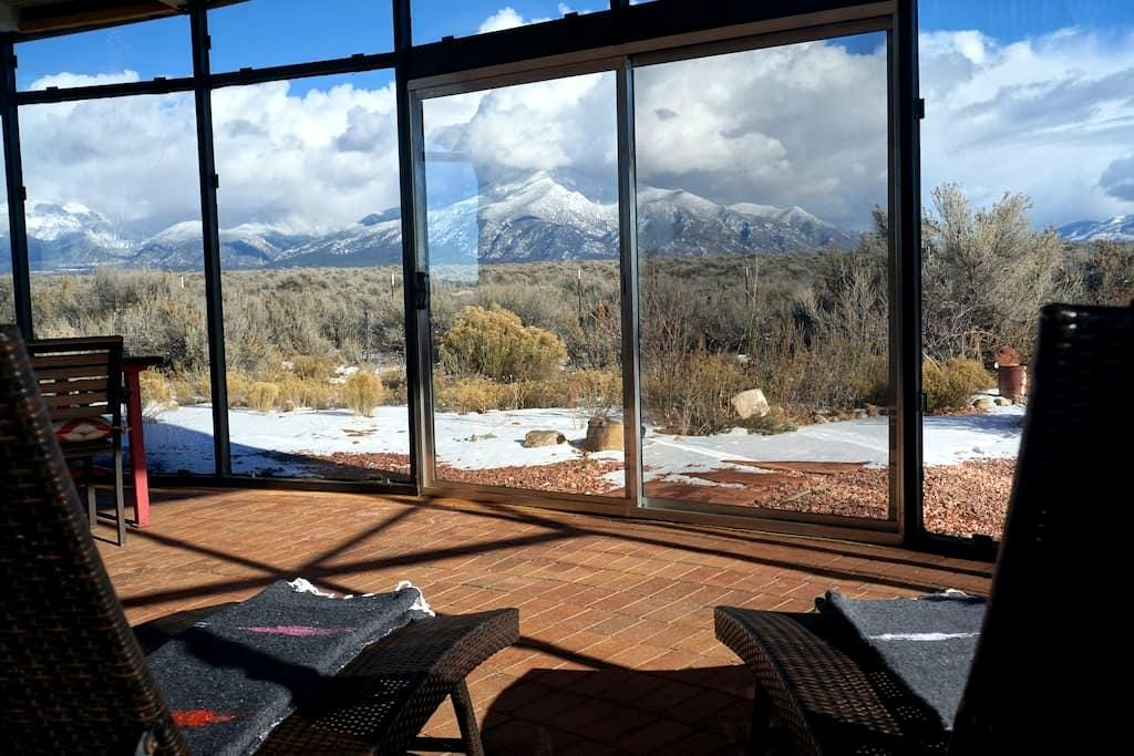 Hip Winter Heaven w/ cozy Apres- Ski Glass House - El Prado - Maison