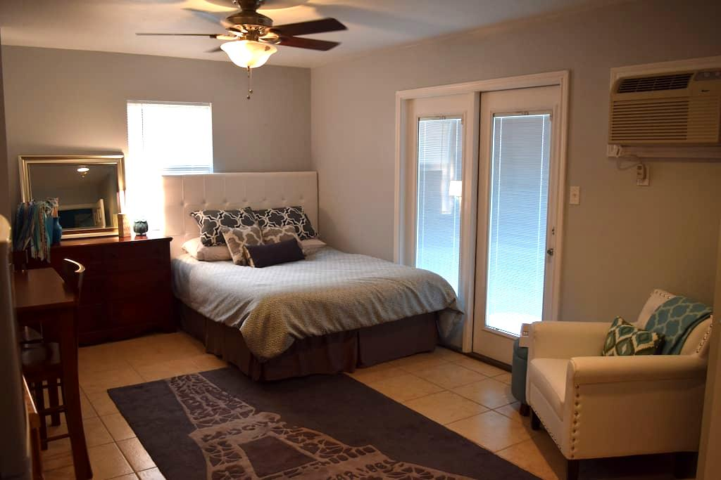 Private & Cute Backyard Apartment – Walk to Square - Georgetown - Apartamento