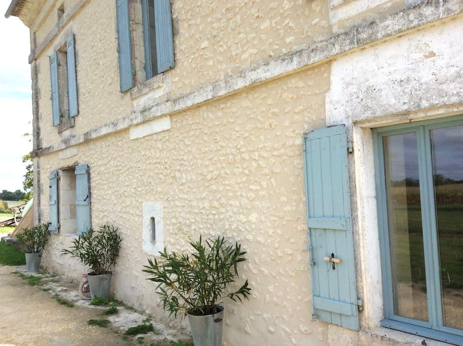 Ensuite DBL in Idyllic French home  - Yviers - Casa