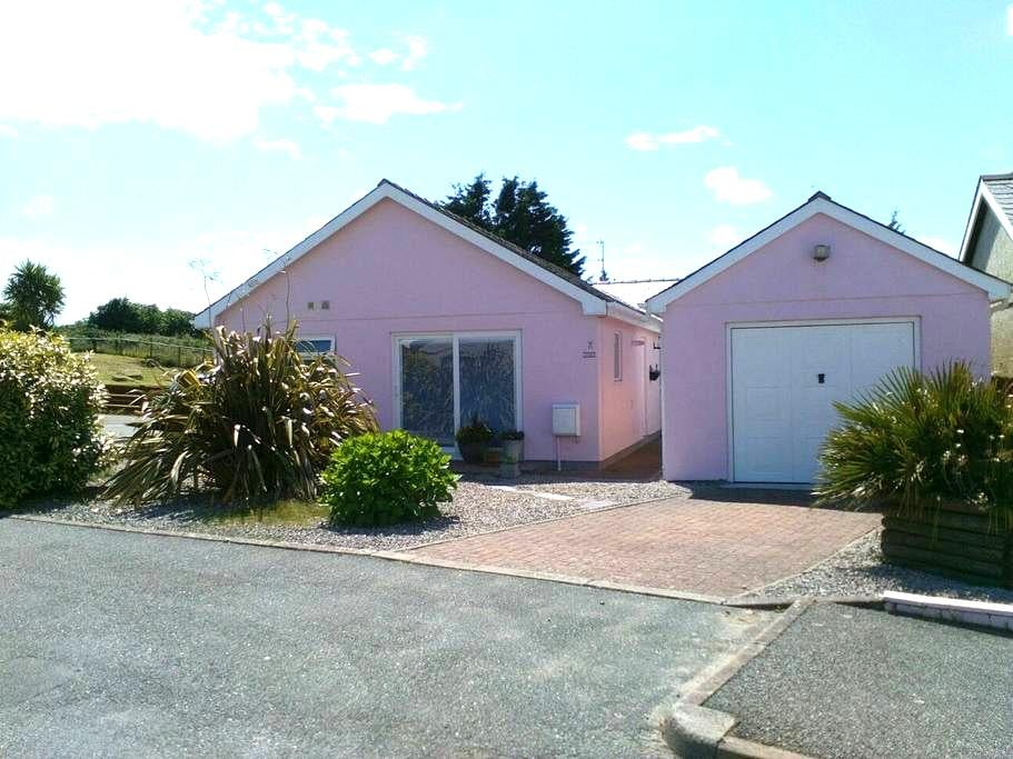 By the Beach & Golf Course Pwllheli - Pwllheli