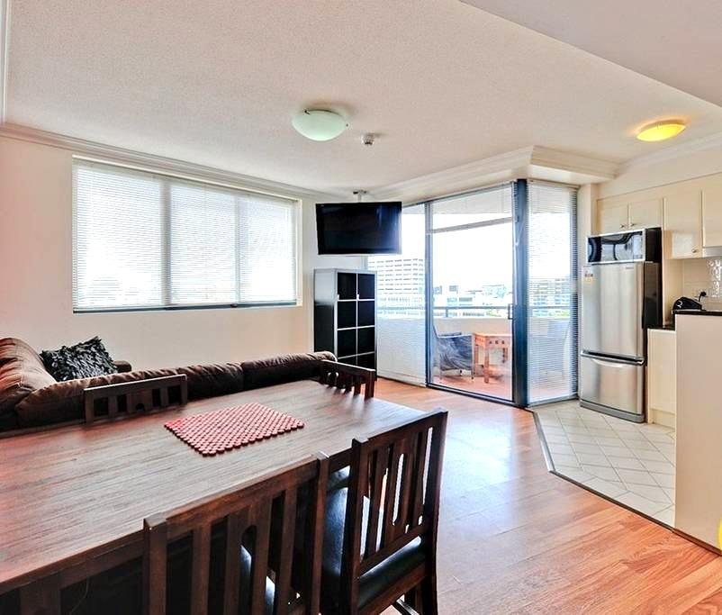 Queen St, CBD 2 bdr 2 bath, kitchen, WiFi, balcony - Brisbane - Huoneisto