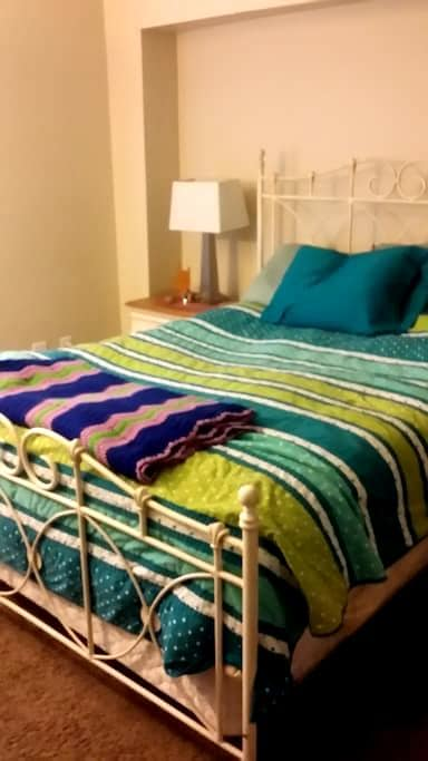 Queen Bed With Private Bath - Dayton - Condomínio