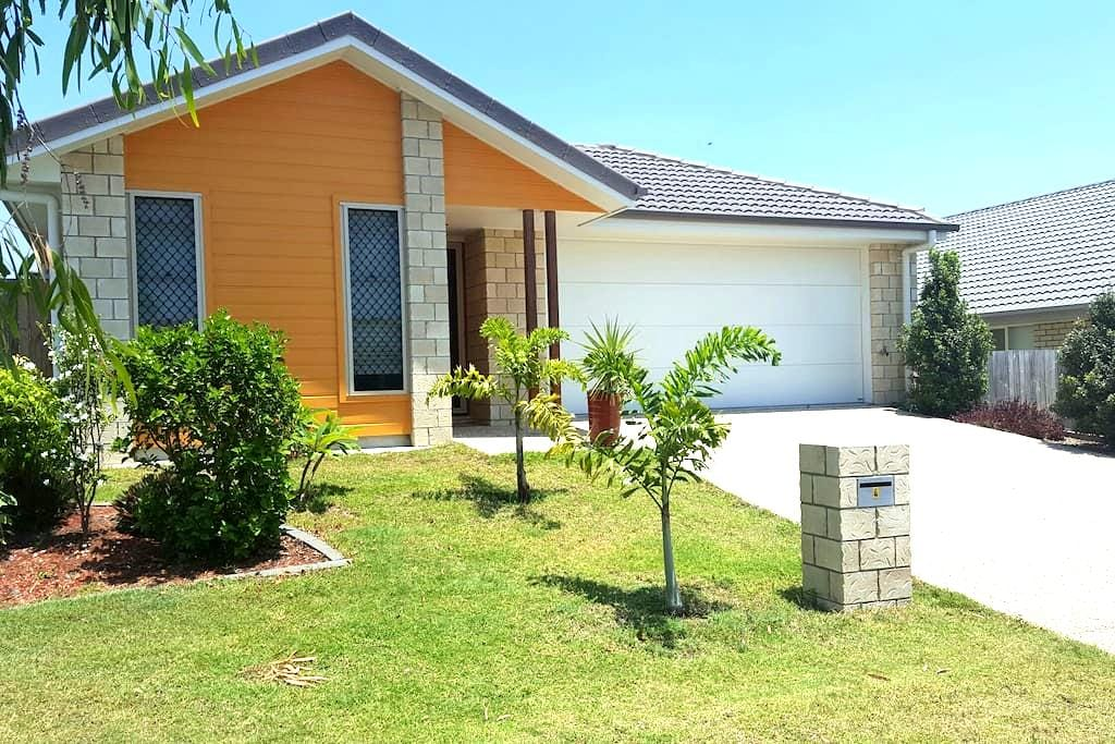 Cozy warm home with private bathroom - Springfield Lakes - บ้าน