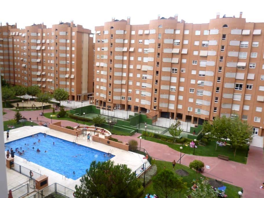 HABITACION TRIPLE - Madrid - Apto. en complejo residencial
