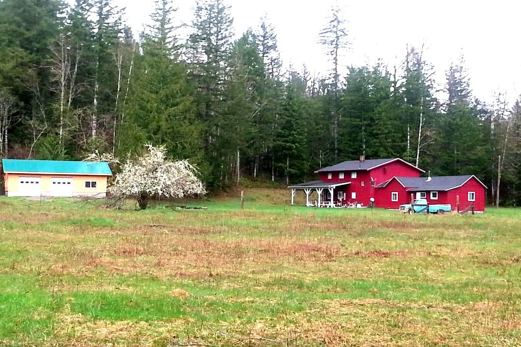 Large 5 Bedroom Lodge on 15 Private Acres - Maple Falls - Huis