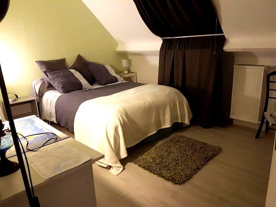 Chambre,zone verdoyante  pour tourisme ou travail. - Quimper - Huis