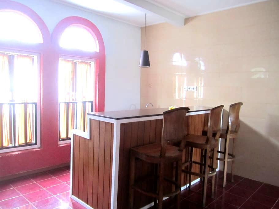 Agung & Sue Watering Hole Dormitory - Denpasar - Huis