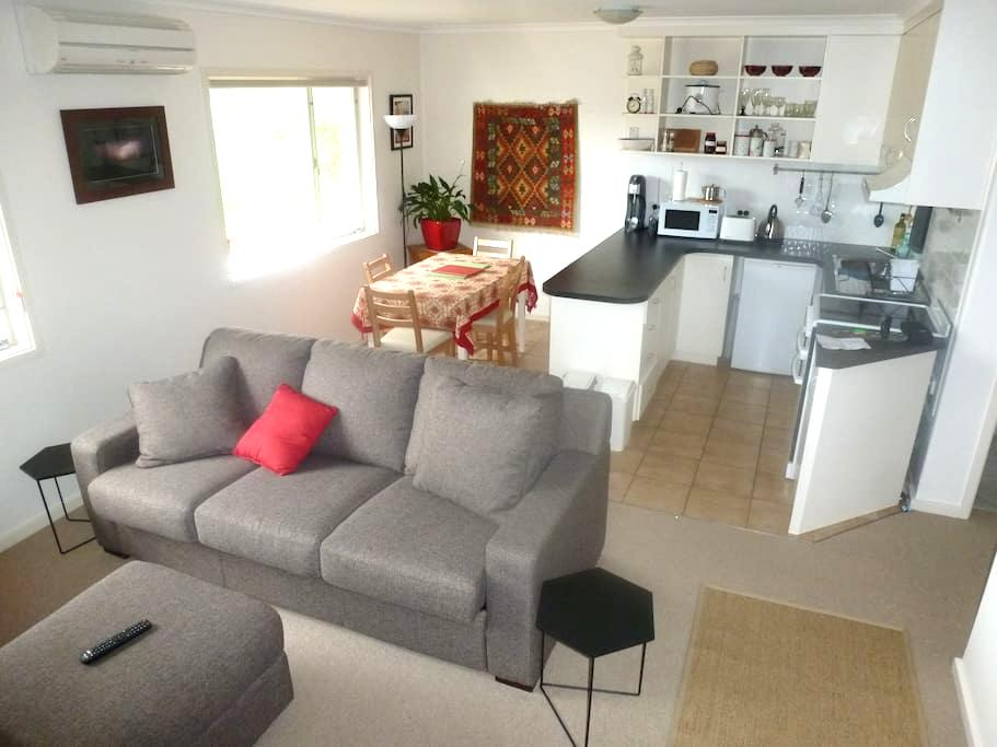 Comfortable convenience, in  garden unit. - Waramanga - Appartement