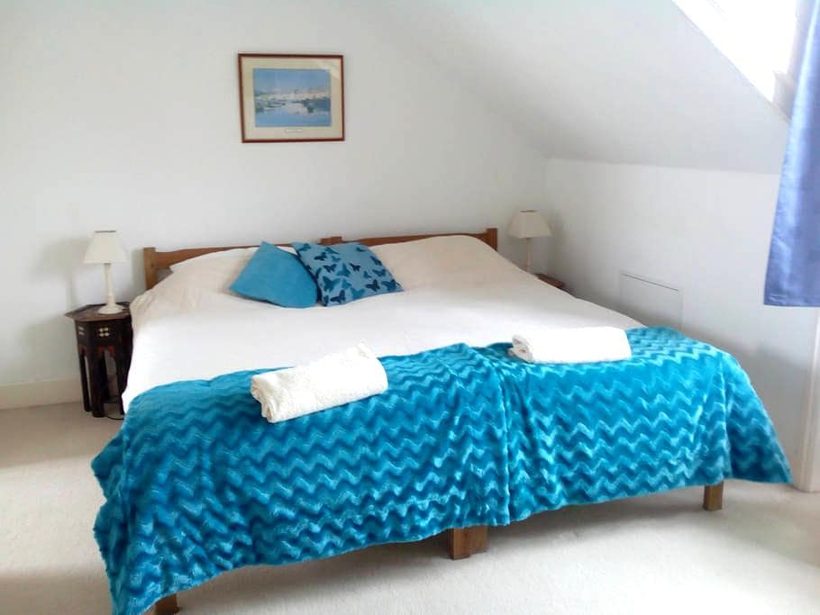 Cosy Seaside Room and  Warm Welcome - Hythe