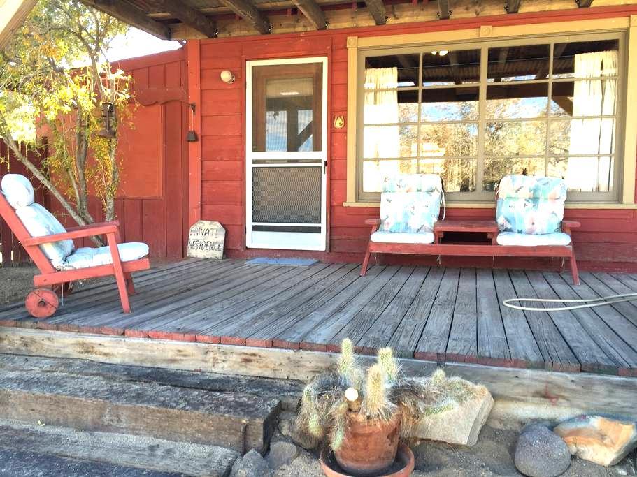 Little red cabin on Mane St - Pioneertown