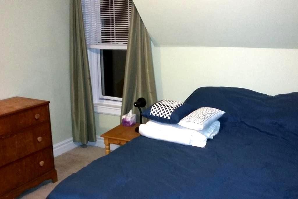 Bonnie Brook Farm - private suite in century home - Summerside - Casa