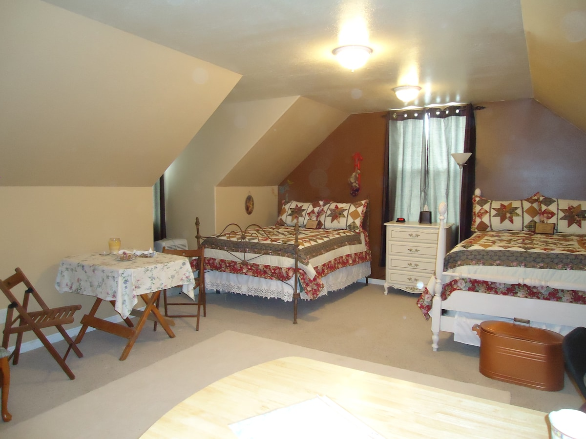 Guest room with antique double beds
