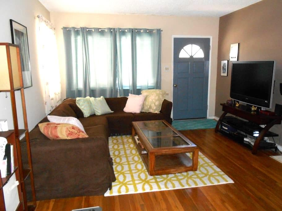 House close to Universal Studios/Hollywood/Museums - Los Angeles - House
