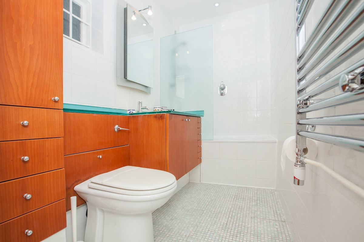 Shared bathroom for twin and 2nd double room