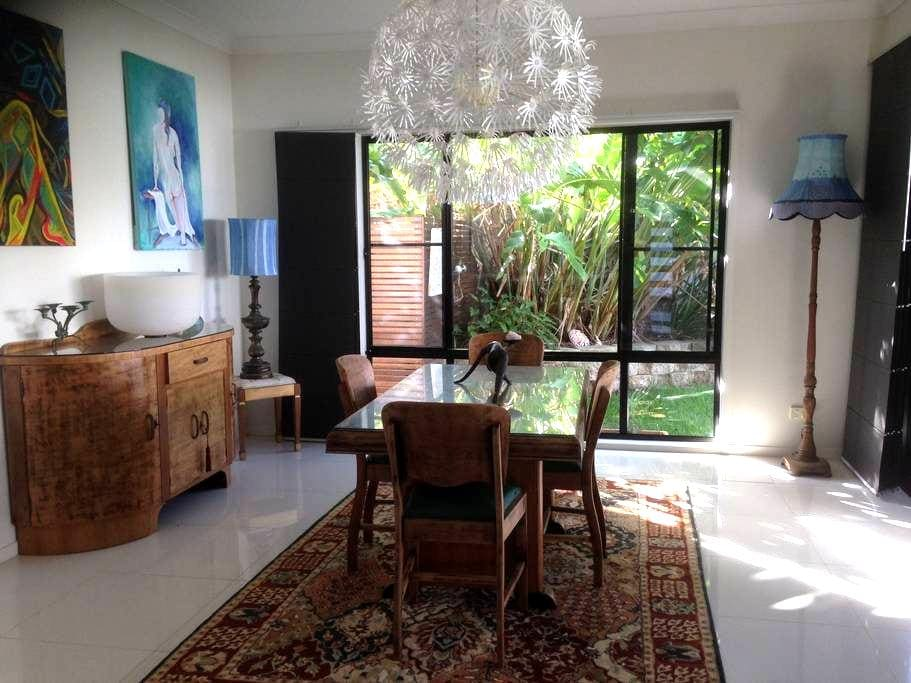 Artistic Modern Abode - Ocean Shores - Rumah