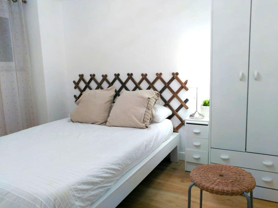 Piso completo,dos dormitorios. WIFI - Oviedo