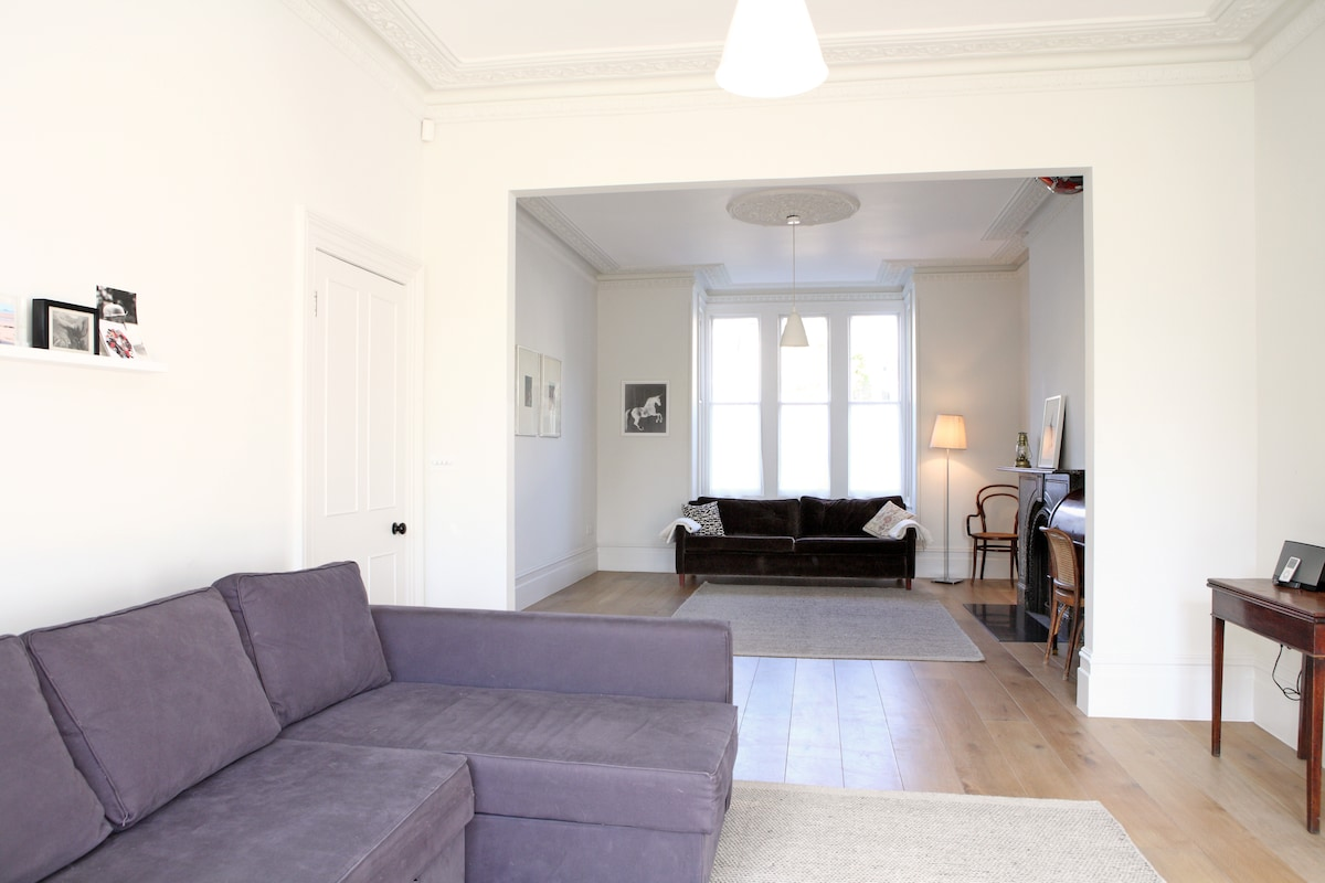 sitting room for cosy evenings and movie nights - the sofa becomes a big double bed