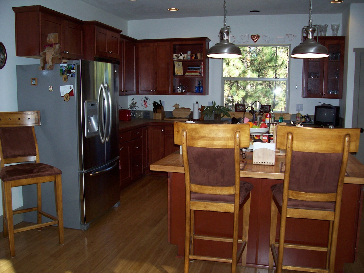 Kitchen with range/oven, microwave, dishwasher, refrigerator/freezer with ice and water.