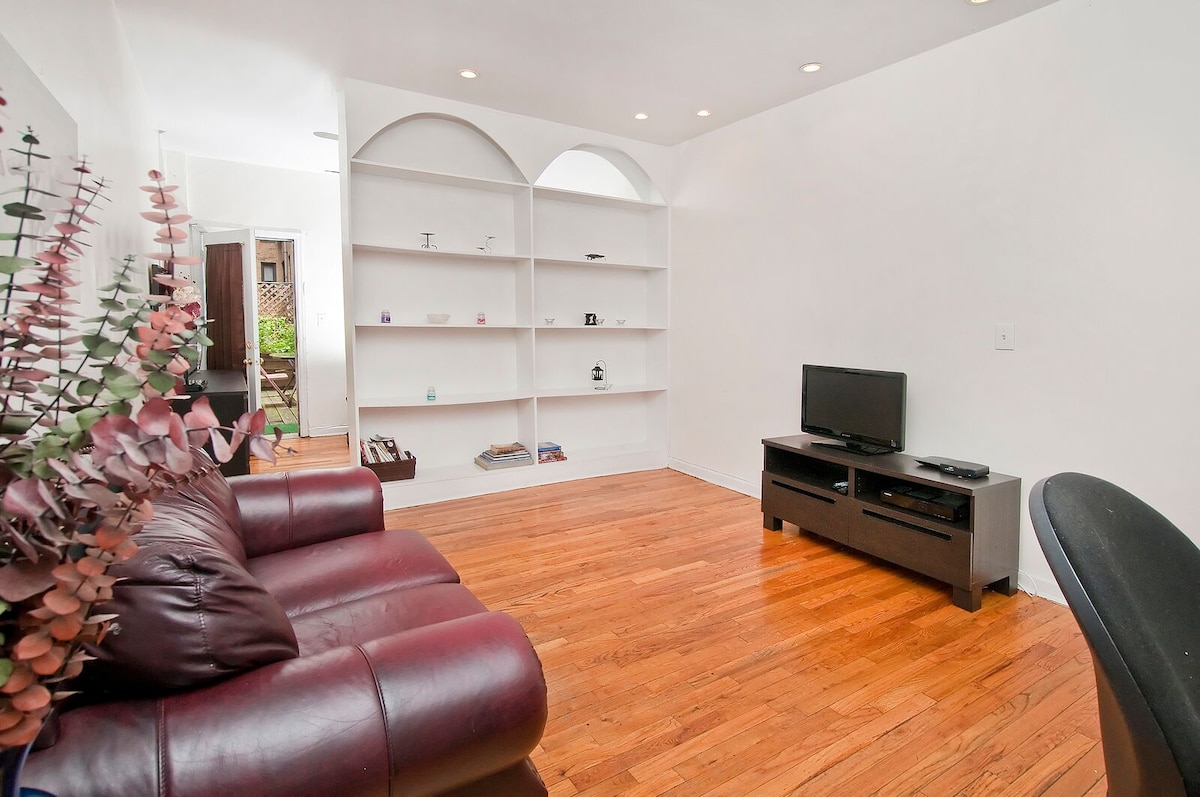 APARTMENT WITH BACKYARD IN MIDTOWN