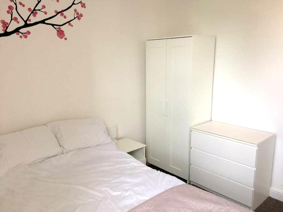 Ensuite Snug Room Regent Sq. - Doncaster