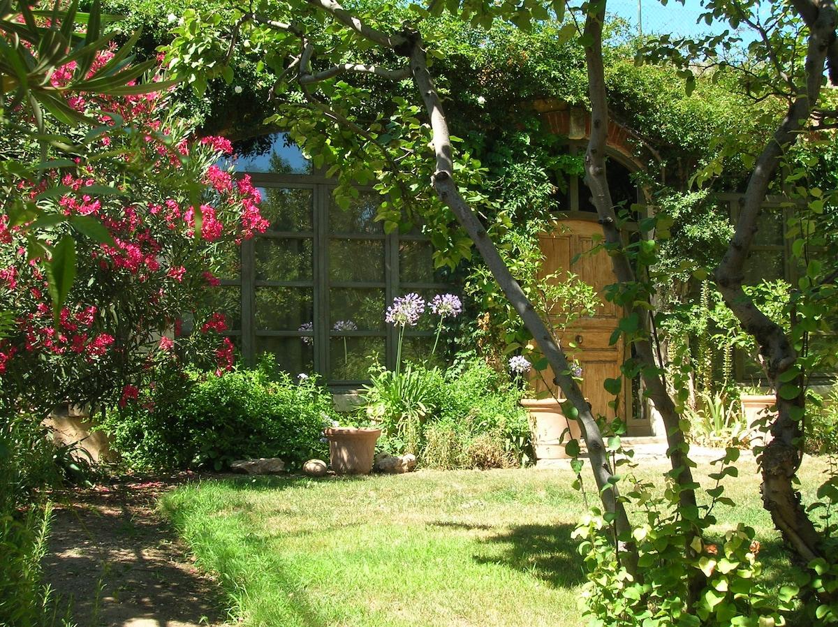orangery with garden in Aix center