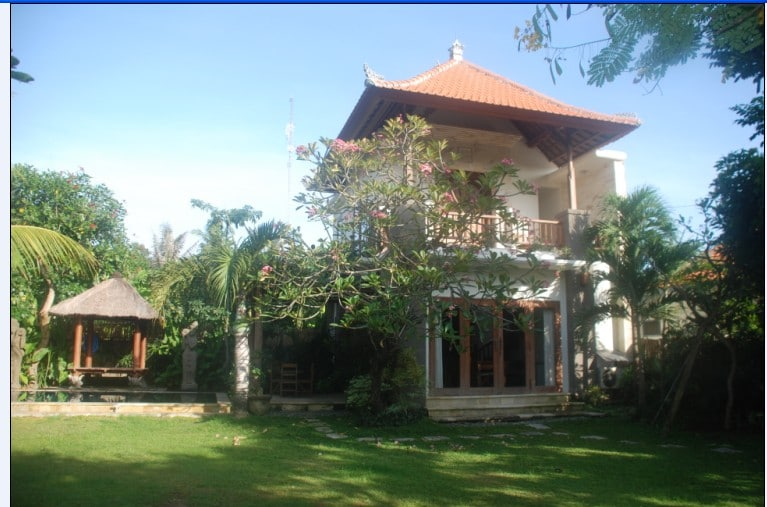 Antique furnished self contained Villa, behind Cambodia tree. With Pool, Thatched Roof Bale, kitchen, en-suite bathroom, and Garden.