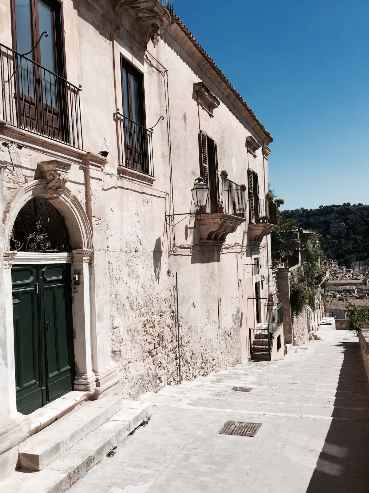 House with garden in central Modica