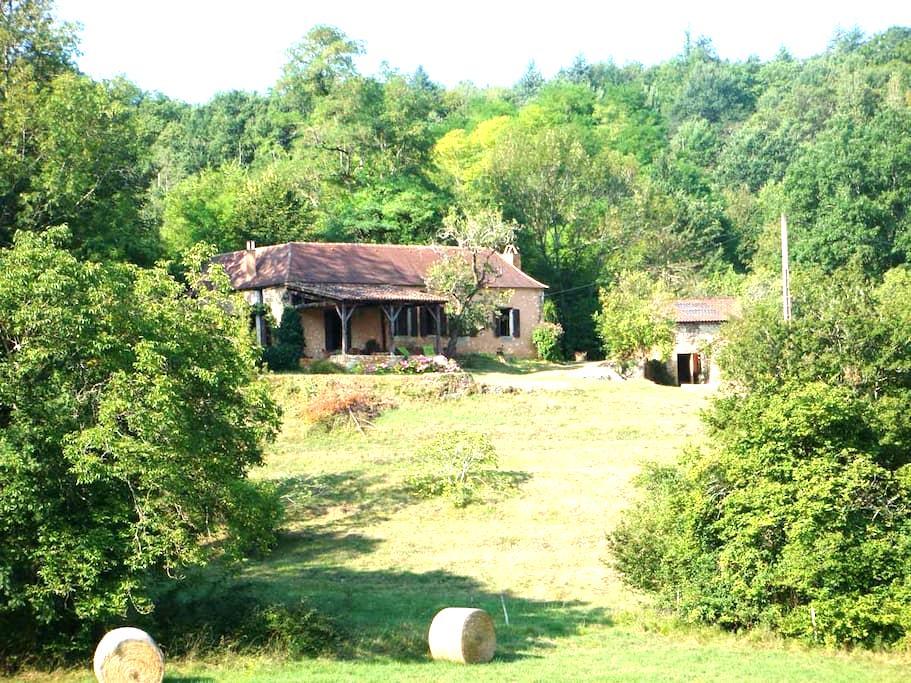 Picaresque hillside farmhouse - Siorac-en-Périgord - Hus