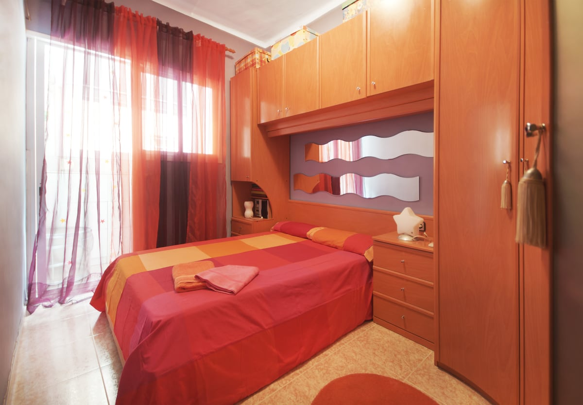 The room enabled for two. Includes sheets, Nordic and blanket, winter Adiccional. Air conditioning and heat pump