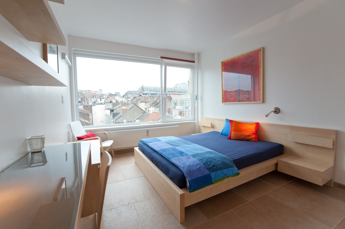 Colourful and welcoming room